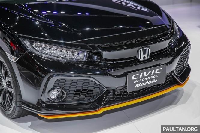 Honda Civic Hatchback 2017 gắn bodykit thể thao ảnh 7