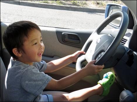 Cậu bé 8 tuổi lái ô tô tới quán McDonald nhờ xem hướng dẫn trên YouTube ảnh 1