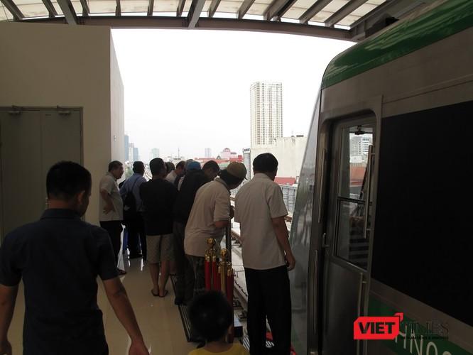 Cận cảnh nhà ga, tàu mẫu đường sắt trên cao Cát Linh - Hà Đông ảnh 24