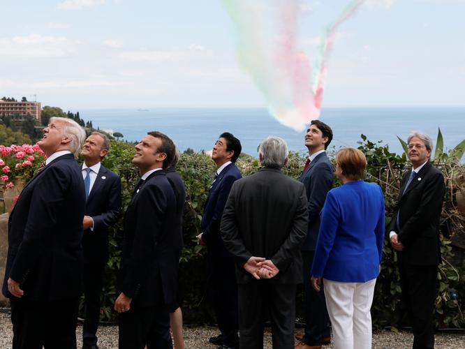 """Những hình ảnh """"đốn tim"""" dân mạng của hai vị nguyên thủ tại Hội nghị G7 ảnh 7"""
