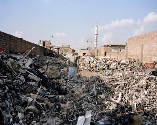 Đây là nơi rác thải điện tử được xử lý: Tràn ngập ô nhiễm, độc hại ảnh 2