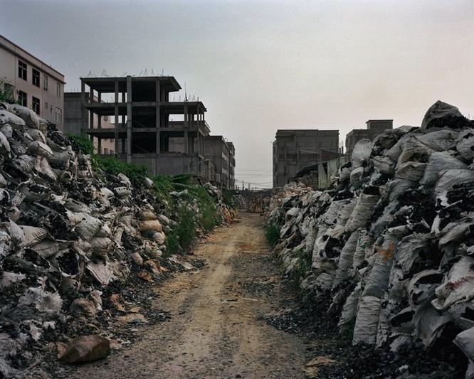 Đây là nơi rác thải điện tử được xử lý: Tràn ngập ô nhiễm, độc hại ảnh 9
