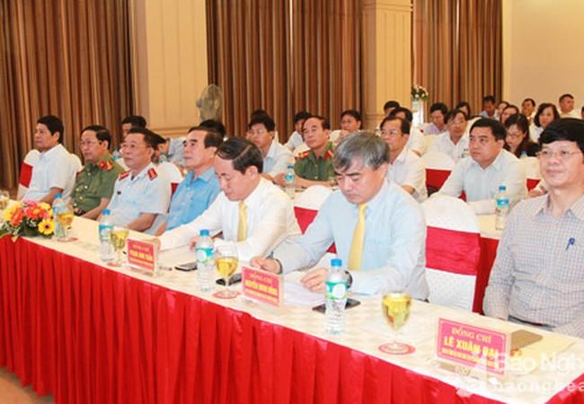 Thứ trưởng Nguyễn Minh Hồng (thứ hai, phải sang) tại buổi ký kết.