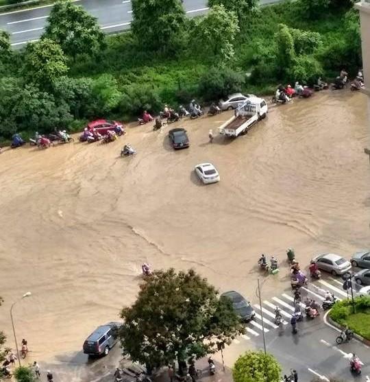 Những khu đô thị nào chìm trong biển nước sau mưa lớn ở Hà Nội? ảnh 1