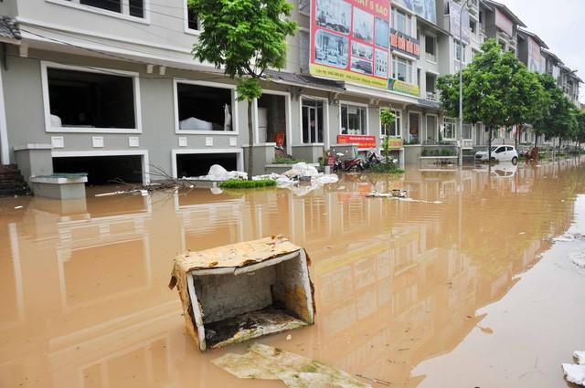 Những khu đô thị nào chìm trong biển nước sau mưa lớn ở Hà Nội? ảnh 4