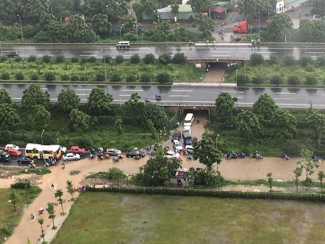 Những khu đô thị nào chìm trong biển nước sau mưa lớn ở Hà Nội? ảnh 6