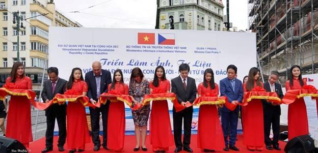 Triển lãm Biển đảo - triển lãm đầu tiên của Bộ TT&TT tại nước ngoài ảnh 1