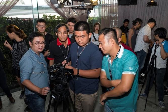 Panasonic Lumix GH5 về Việt Nam: Mirrorles M4/3 quay phim 4K 60p, giá từ 48 triệu đồng ảnh 1