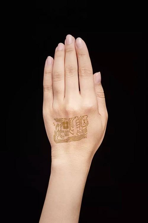 Thiết bị đeo siêu mỏng, được cấy trực tiếp vào da