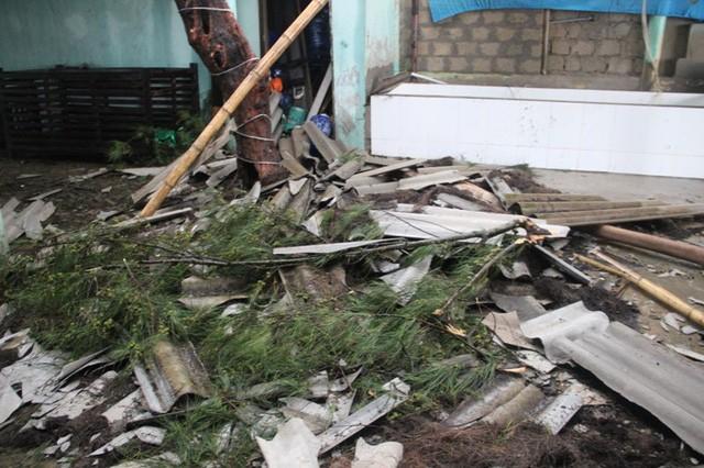 Bão số 4 đổ bộ vào đất liền các tỉnh Hà Tĩnh-Quảng Trị, gió giật mạnh ảnh 1
