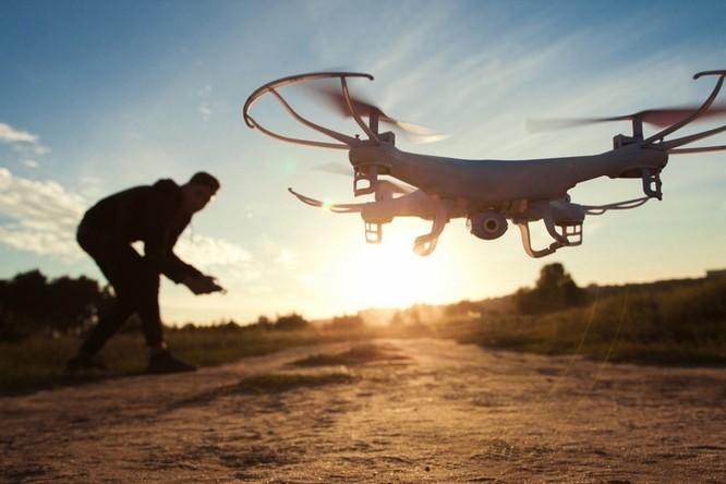 """Mỹ cho phép quân đội bắn hạ drone nếu """"lảng vảng"""" gần căn cứ quân sự ảnh 1"""