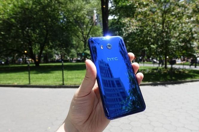 HTC U11 là một điện thoại tốt, nhưng không đủ mang HTC trở lại ảnh 2