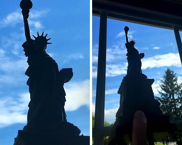 Chụp ảnh cùng tượng Nữ thần tự do, nhưng hóa ra chỉ là mô hình