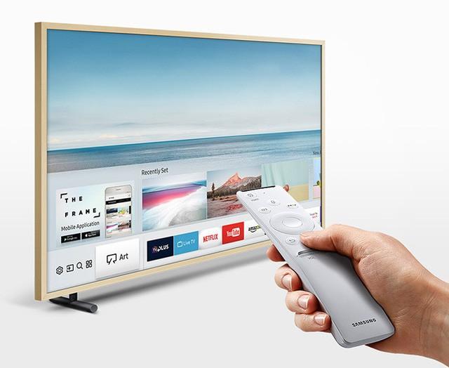 Khác với các TV thông thường, The Frame – TV Khung Tranh sẽ ngay lập tức biến thành một bức tranh khi nhấn nút nguồn