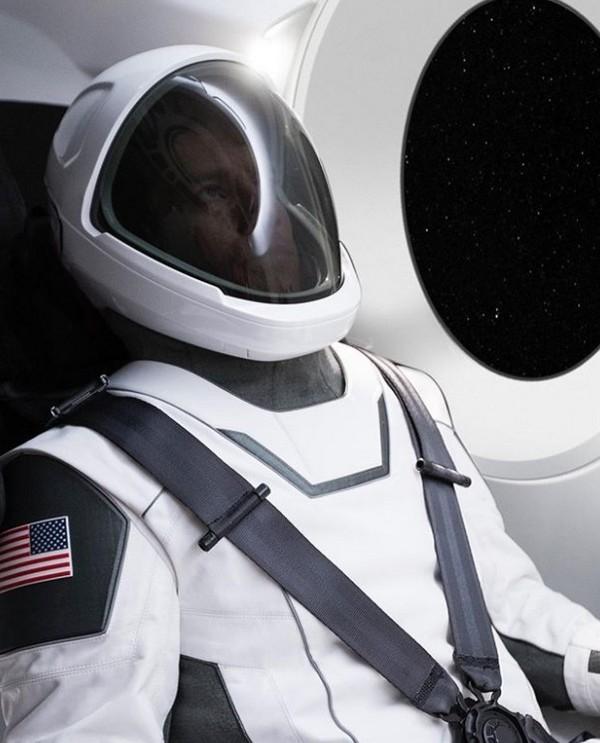 Chân dung đầy đủ bộ đồ phi hành gia vũ trụ của SpaceX ảnh 2