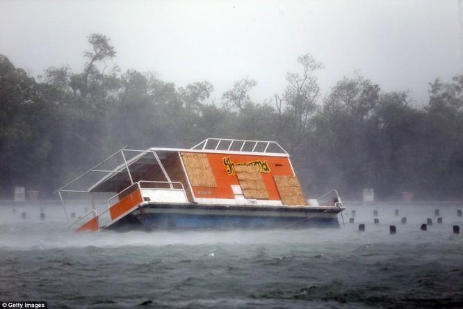 """""""Quái vật"""" Irma cuồng nộ khiến Florida (Mỹ) tan hoang ảnh 5"""