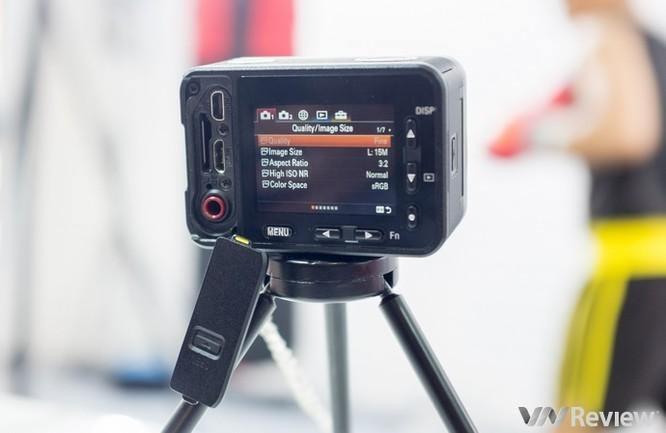 Cận cảnh Sony RX0 tại Việt Nam: Camera siêu nhỏ dùng ống kính Zeiss ảnh 4