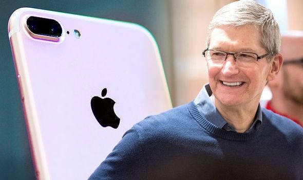 Hiểu được vị thế của mình, Apple chấp nhận làm người đi sau để tránh những cú ngã.