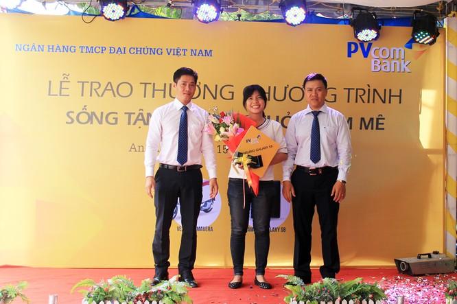 PVcomBank trao giải xe máy Vespa cho khách hàng Long Xuyên ảnh 1