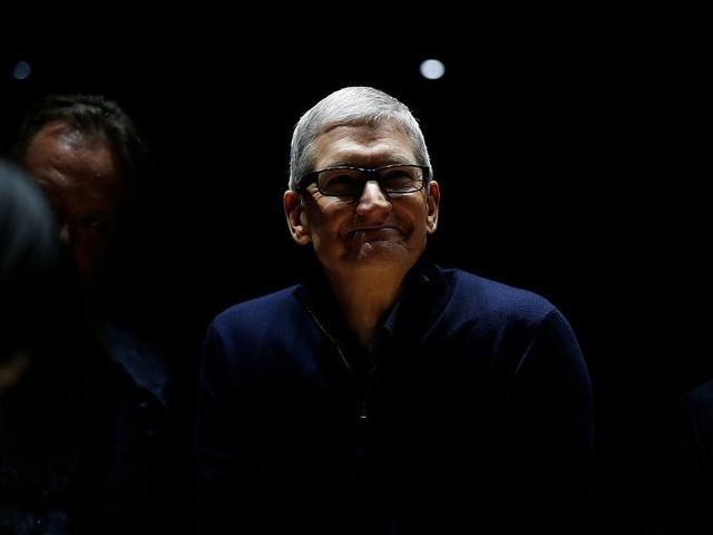 Tim Cook cho biết ông ngủ khoảng 7 tiếng mỗi ngày. Điều này đồng nghĩa với việc CEO của Apple phải lên giường từ rất sớm, hay cụ thể là vào lúc 8 giờ 45 phút hàng ngày để duy trì được giấc ngủ cần thiết.
