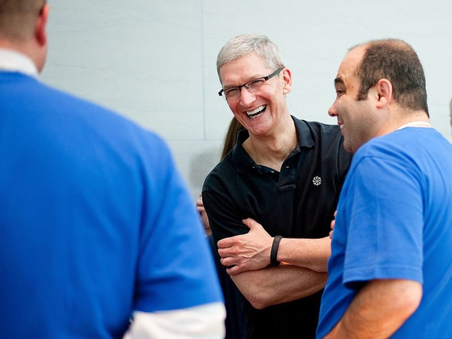 Tuy nhiên để điều hành một công ty lớn như Apple, Tim Cook không phải lúc nào cũng hiền lành. Ông từng có lúc bị gán cho biệt danh ông chủ đòi hỏi với phong cách không thương xót của mình, bao gồm tổ chức các cuộc họp siêu tốc, đặt câu hỏi cho mọi thứ, và email mọi lúc cho nhân viên.