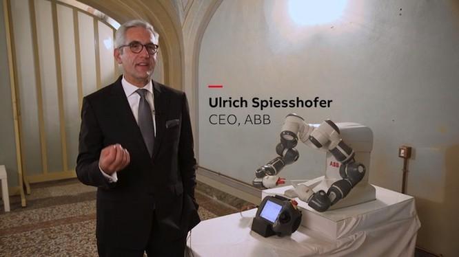 Robot có thể thay con người chỉ huy dàn nhạc giao hưởng ảnh 2
