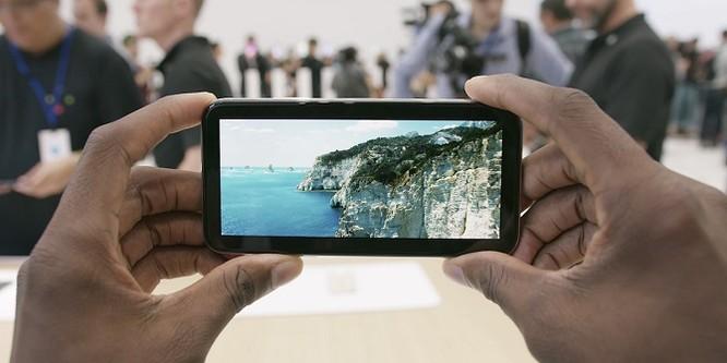 Cách hiển thị video YouTube toàn màn hình trên iPhone X ảnh 1