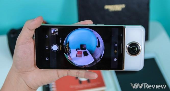 """Cận cảnh smartphone chụp ảnh 360 độ tại Việt Nam: Thiết kế """"quái dị"""" ảnh 2"""
