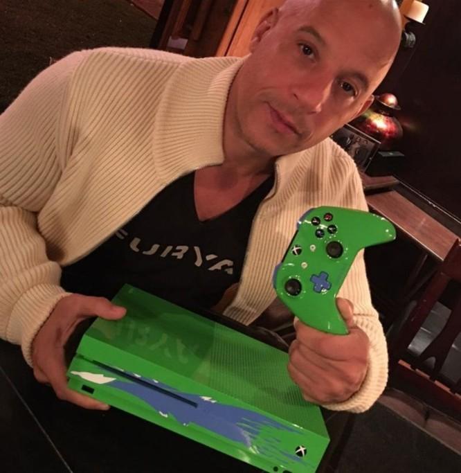 Chiếc Xbox One S bản đặc biệt để tưởng nhớ Paul Walker ảnh 1