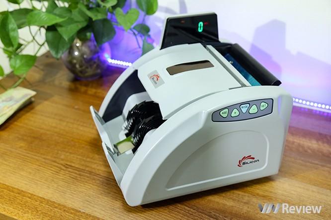 """Trên tay máy đếm tiền Silicon MC-9900N: 1.000 tờ/phút, """"bắt"""" được tiền siêu giả ảnh 3"""