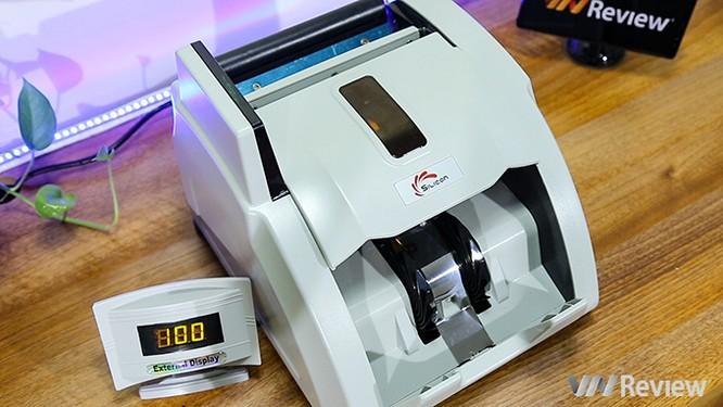 """Trên tay máy đếm tiền Silicon MC-9900N: 1.000 tờ/phút, """"bắt"""" được tiền siêu giả ảnh 2"""