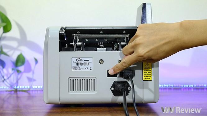 """Trên tay máy đếm tiền Silicon MC-9900N: 1.000 tờ/phút, """"bắt"""" được tiền siêu giả ảnh 6"""