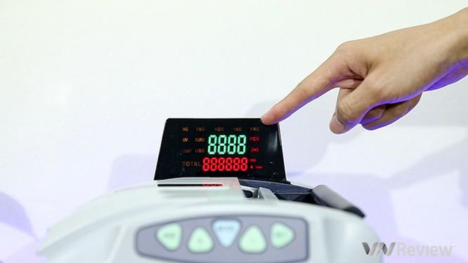 """Trên tay máy đếm tiền Silicon MC-9900N: 1.000 tờ/phút, """"bắt"""" được tiền siêu giả ảnh 7"""