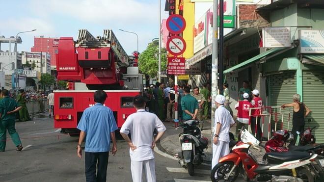Tp. HCM: Cháy lớn tại cửa hàng bếp, 4 người thương vong ảnh 5