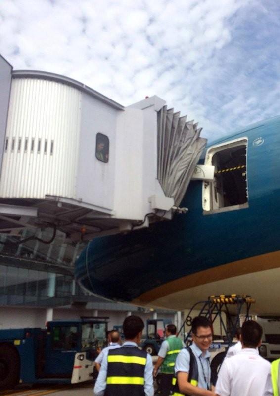 Máy bay hiện đại nhất VN gặp sự cố trước giờ cất cánh ảnh 1