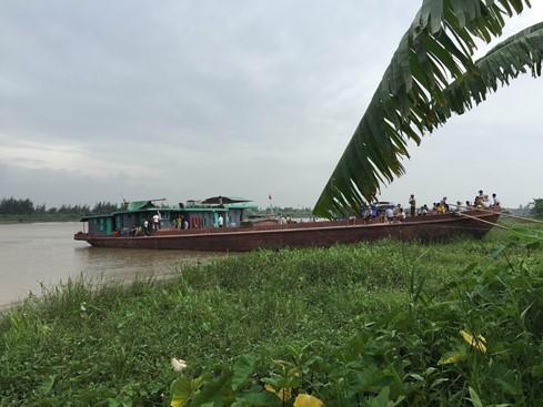 Chìm tàu trên sông Hồng, 3 người chết 1 người mất tích ảnh 1