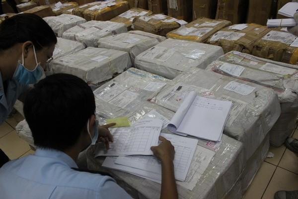 Cận cảnh 2,5 tấn lá thảo mộc chứa chất ma túy chuyển qua đường bưu chính quốc tế ảnh 1