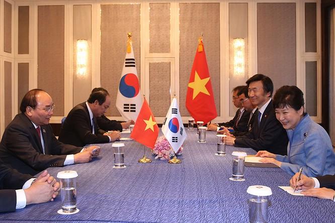 Thủ tướng tiếp xúc song phương với nguyên thủ, lãnh đạo các quốc gia Á, Âu ảnh 1