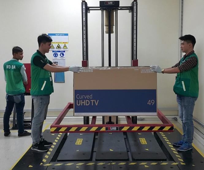 TV cũng được kiểm tra để tuân thủ các tiêu chuẩn quốc tế và Việt Nam về yêu cầu tương thích điện từ (EMC), tiêu chuẩn tiết kiệm năng lượng (Energy). Sản phẩm cũng phải đảm bảo an toàn cho người tiêu dùng qua các bước và xác nhận sản phẩm đạt chuẩn an toàn với yếu tố xả tĩnh điện (ESD), rò rỉ điện thế cao (Hi-pot ).