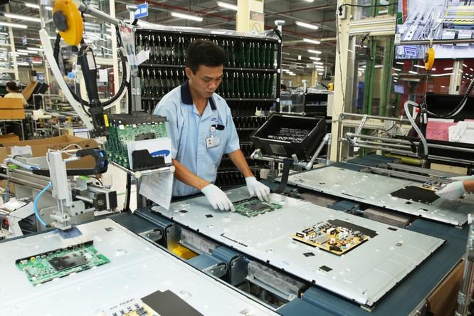 Trong công đoạn lắp ráp sẽ có một khâu kiểm tra lại các lỗi của sản phẩm trước khi đóng gói.
