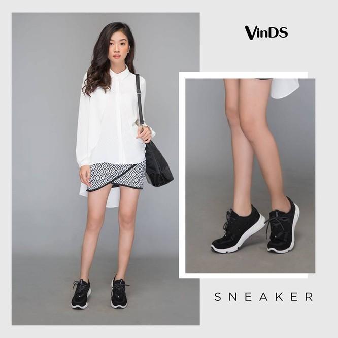 Đôi giày sneaker mang lại phong cách thật năng động cho tất cả mọi set đồ