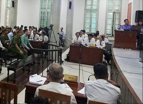 Quang cảnh tại phiên tòa sáng nay (28/8) - Ảnh: XT
