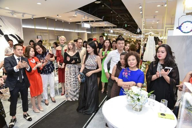 VFD - ngôi nhà chung của thời trang Việt hứa hẹn sẽ là địa chỉ tin cậy dành cho người tiêu dùng, là cơ hội để mỗi nhãn hàng có thể quảng bá tốt nhất thương hiệu của mình, đồng thời tạo môi trường sôi động cho các NTK học hỏi và trao đổi về kiến thức, xu hướng thời trang.