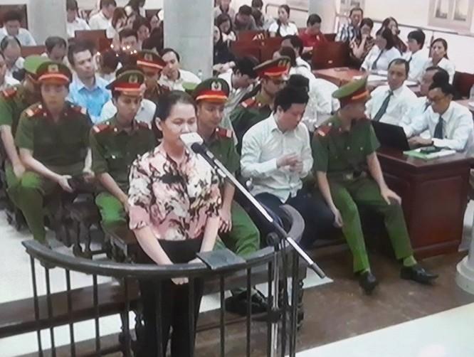 Nguyễn Minh Thu bật khóc trước tòa