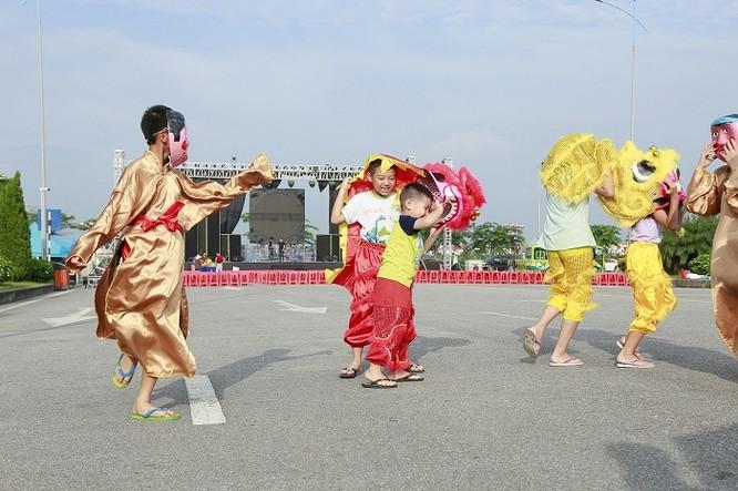 Ngày hội Trung thu tại các khu đô thị Vinhomes Hà Nội đã tái hiện không gian và ý nghĩa Trung thu xưa, mang đến cho các em nhỏ thủ đô một mùa trăng ấm áp, vui tươi
