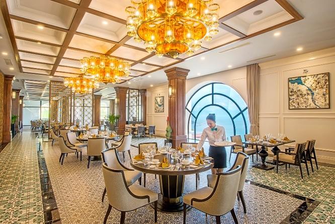 Không gian ẩm thực Việt Nam và quốc tế tại Nhà hàng Ozone