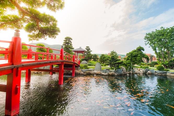 Với những du khách đặc biệt yêu thích không khí thiền tịnh, Vườn Nhật sẽ là tiên cảnh để tĩnh lặng tận hưởng từng phút giây của một cái Tết ngọt ngào.