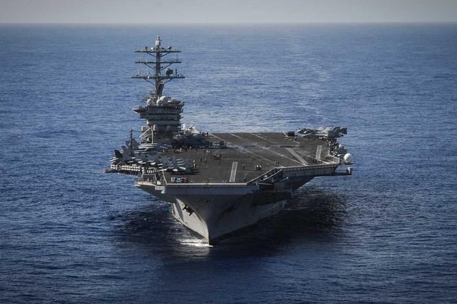 USS Carl Vinson là một trong 10 siêu tàu sân bay hạt nhân lớp Nimitz của Hải quân Mỹ. Nó có biệt danh Golden Eagle