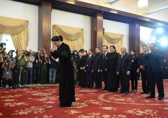 Đoàn Quốc hội nước Cộng hòa xã hội chủ nghĩa Việt Nam do Chủ tịch Quốc hội Nguyễn Thị Kim Ngân làm Trưởng đoàn vào viếng nguyên Thủ tướng Phan Văn Khải.
