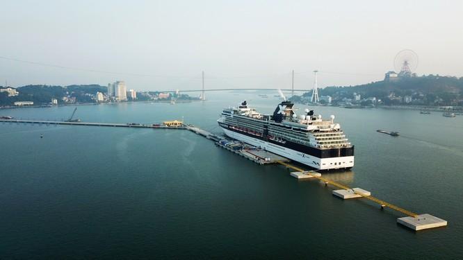 Cảng hành khách du lịch quốc tế chuyên biệt đầu tiên của Việt Nam chính thức đón tàu hạng sang ảnh 1